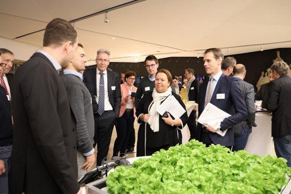 Ministerin Heinen-Esser im Gespräch mit Zukunftslandwirten